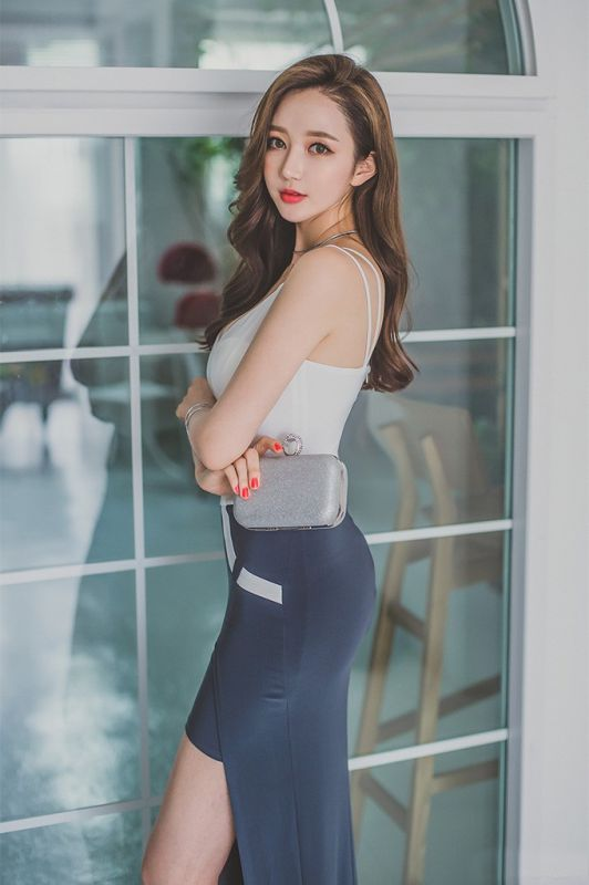 火辣御姐名模气质长腿诱人美臀性感写真