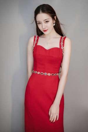 红裙御姐迪丽热巴惹火曲线火辣性感明星图片