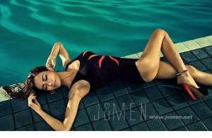 比基尼美女泳池湿身照