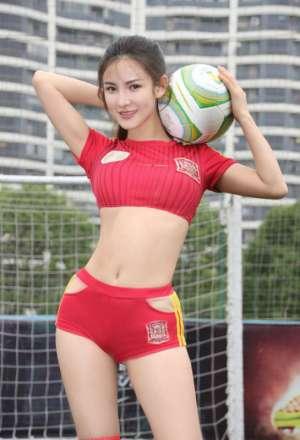 美女明星朱韵淇变身足球宝贝