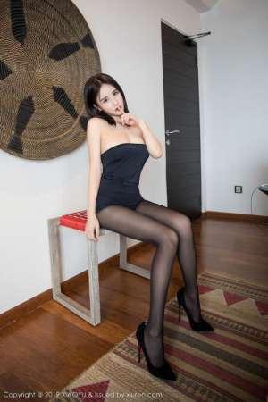 性感巨乳娘高跟美女黑丝露内内腿开大门低胸诱惑图片