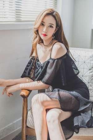 韩国爆乳美女模特李妍静透视黑裙大胆人体艺术写真