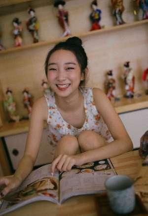 日本娇小萝莉私房脱内衣香艳性感诱惑图片