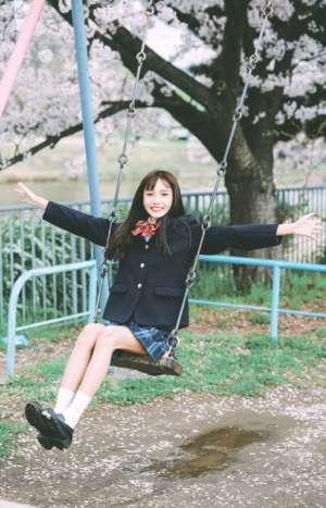 校园西装美少女长腿格子裙靓丽唯美养眼图片