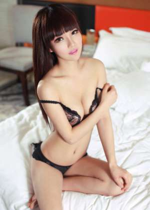 性感辣妹床上撩人身姿写照
