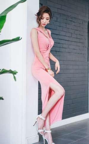 粉嫩女郎长裙柔美曲线优雅成熟迷人写真