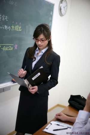 妩媚黑丝女教师高清写真照
