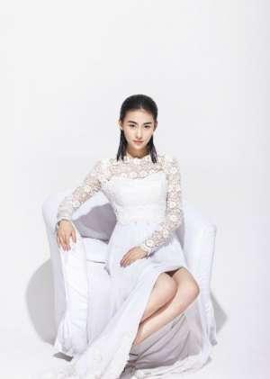 贾青妩媚蕾丝裙高清写真