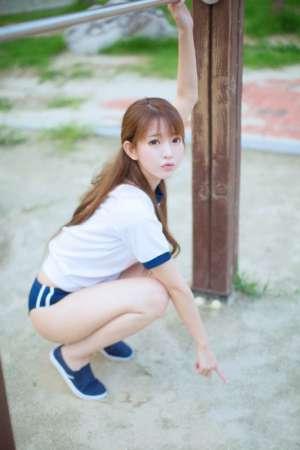 韩国女孩演绎性感运动风