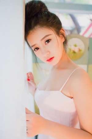 巨乳辣妹波涛胸涌风骚气质白裙写真