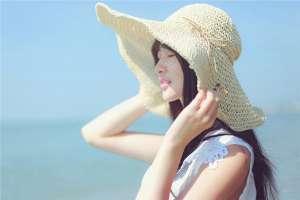 清纯美女海边迷人写真照