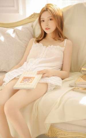 金发混血少女白嫩肌肤性感大长腿人体艺术写真
