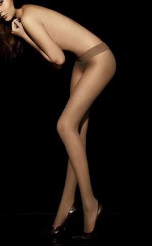 西方冷艳美女赤裸丝袜大秀迷人大长腿