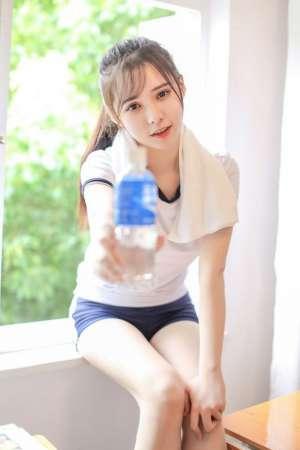 校花美女班长教室内日式体操服惹火写真