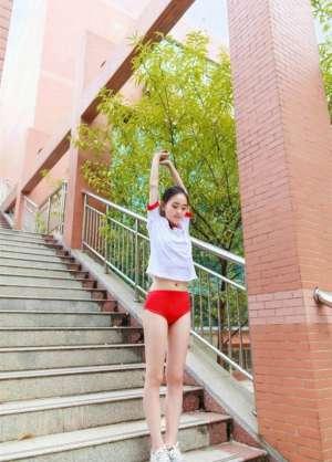 日本萝莉少女体操服大尺度翘臀诱惑写真