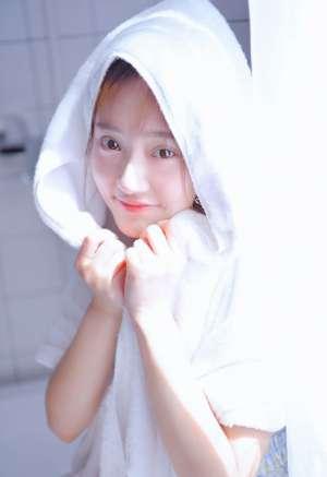 浴缸少女沐浴湿身养眼迷人氧气写真