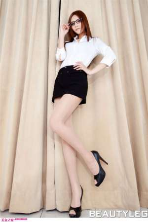 肉色丝袜美眉Alie秀美腿写真