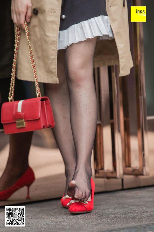 姗姗《气质风衣小红高》丝足美腿写真