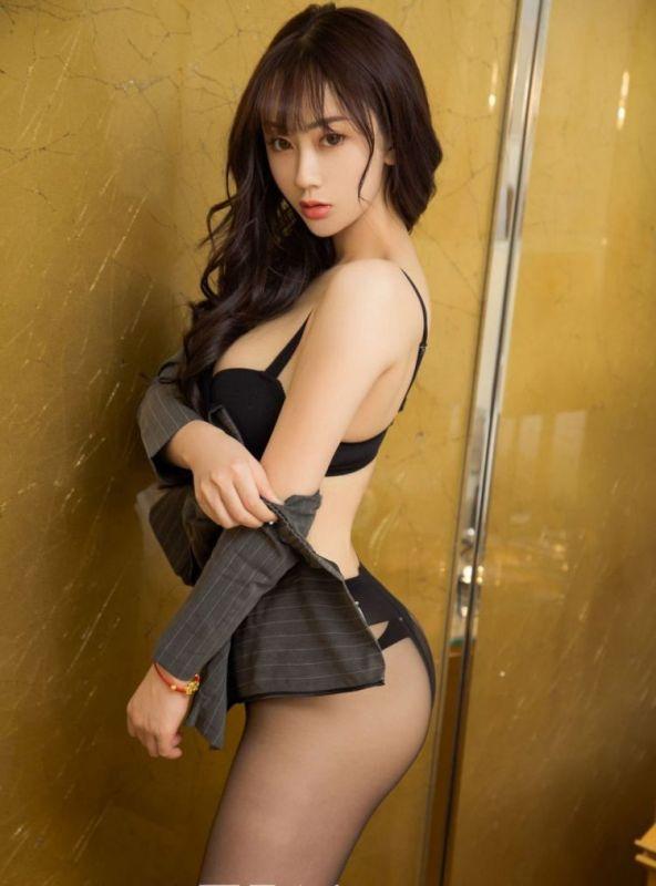 性感翘臀美少妇丝袜诱惑