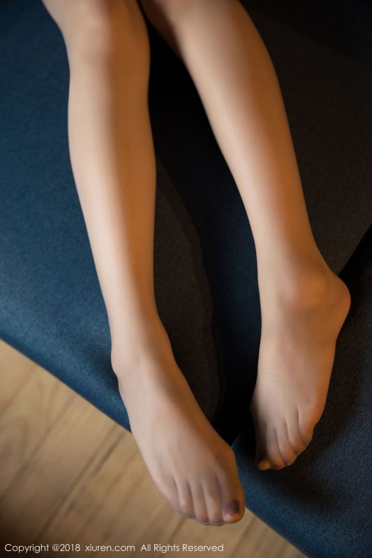 小热巴 - 丝袜美腿写真