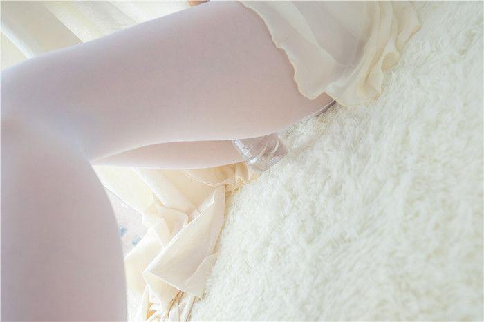 [萝莉控]天台上的蓝色衬衫黄短裙[83P]