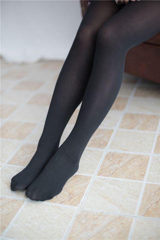 [萝莉控]红色格子裙下的黑丝美腿[65P]