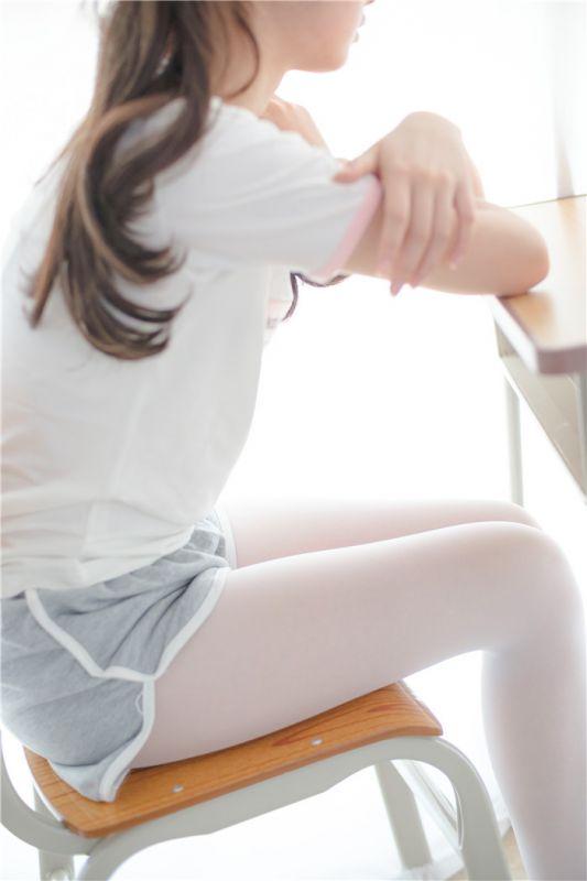 [萝莉控]灰色热裤双马尾[85P]