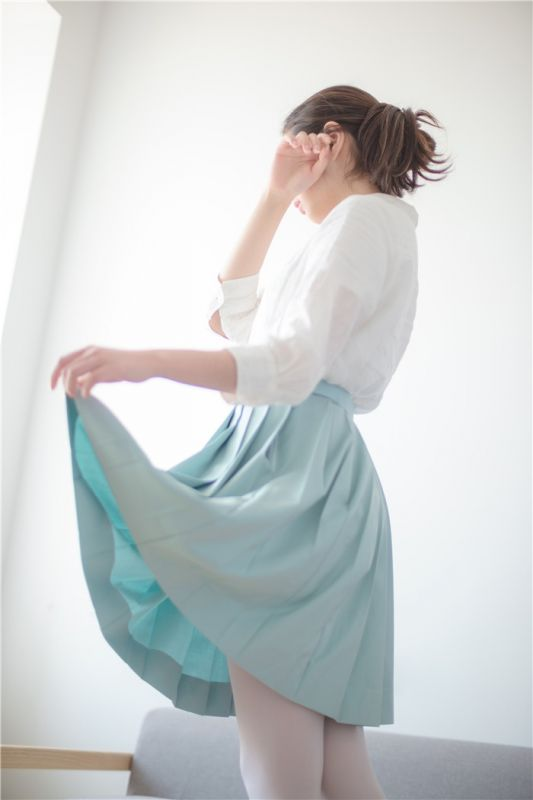 [萝莉控]绿豆灰白丝萝莉腿[94P]