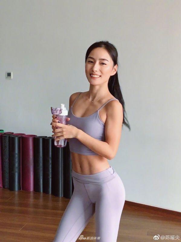 跟小姐姐一起练起来![32P]
