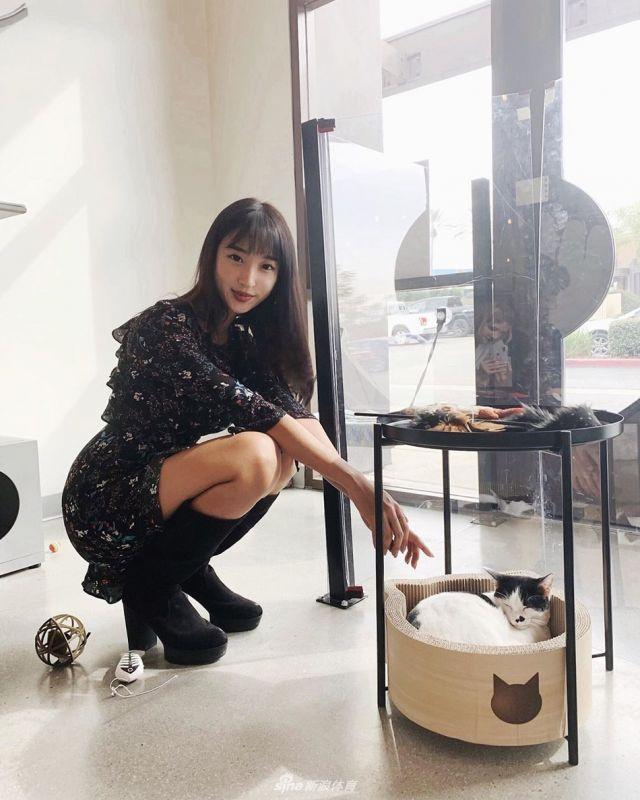 韩国美女模特打高尔夫 逆天长腿吸睛[25P]
