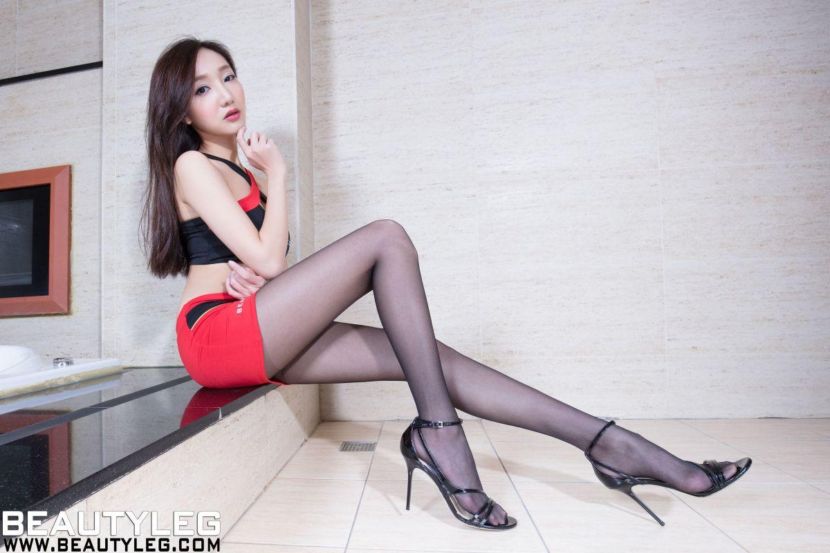 腿模Tina - 制服+超短裙美腿写真套图
