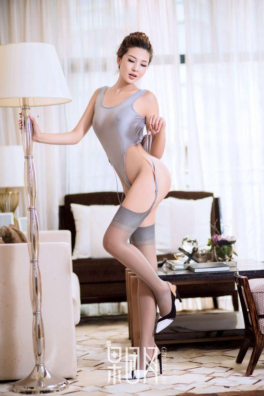 云菲菲 - 4套服装秀完美身材!
