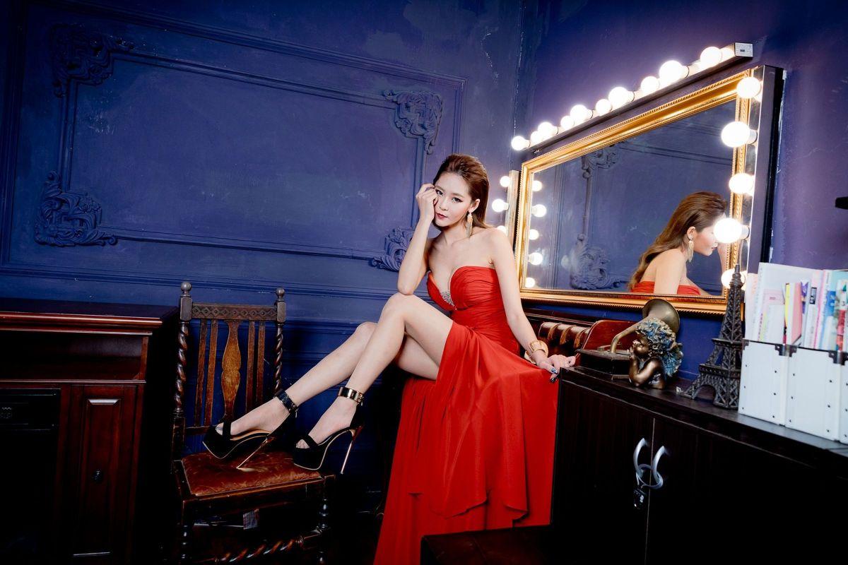 [台湾正妹] Winnie小雪 - 晚礼服美腿写真