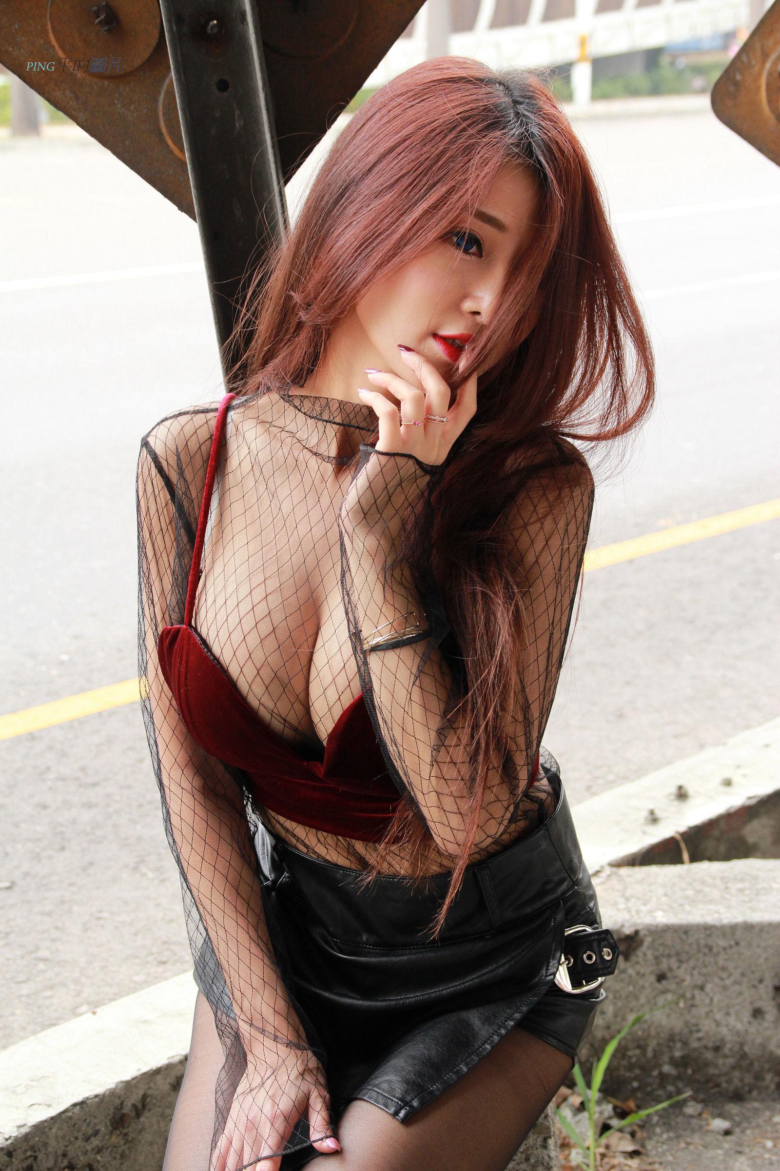 [台湾美女] 安希希 - 黑丝白裙赏 写真图片