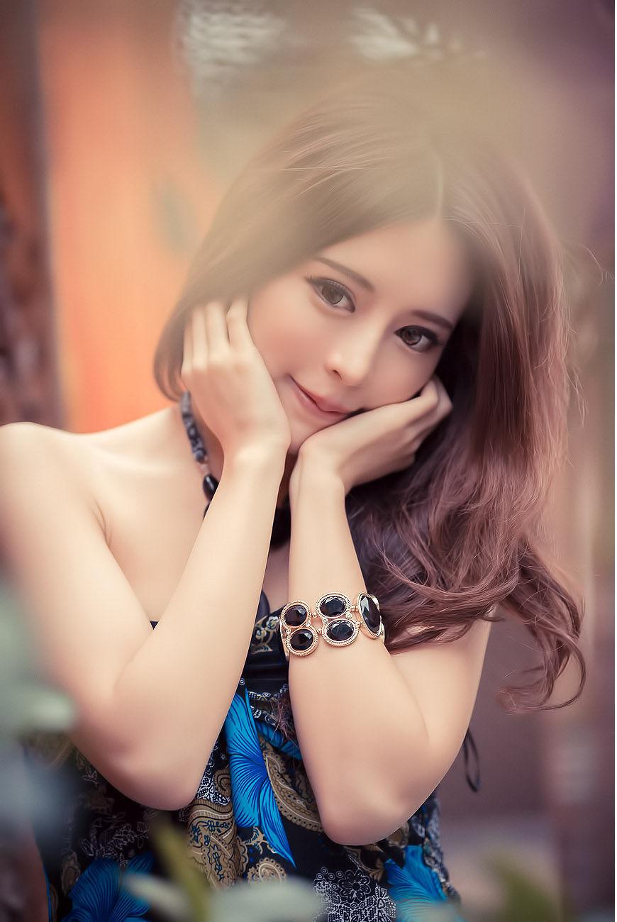 [台湾美女] 超跑女神大眼正妹张齐郡 - 炫彩外拍 写真图片