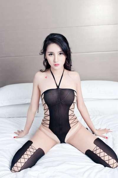 梅哥 - 真空演绎美颜美乳美腿翘臀