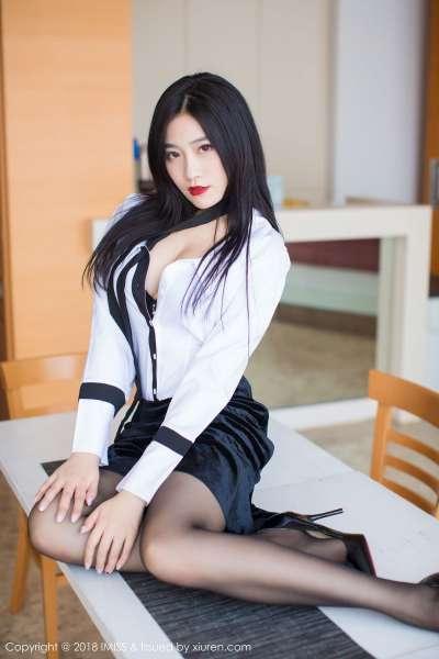 许诺Sabrina - 黑丝OL加紧身皮裤系列2