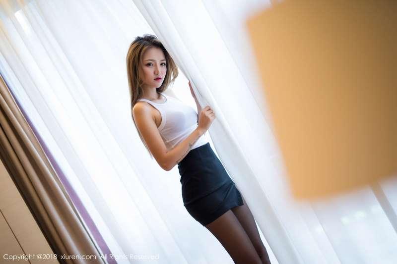 模特@Miko酱第二套黑丝美腿写真~
