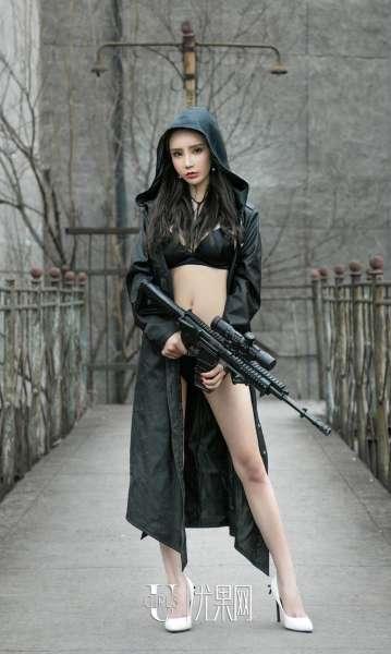 翘臀美女~周于希 - 擦枪