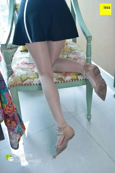 秋秋 《裸色气质平底鞋》