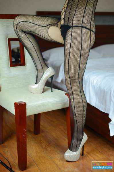 黑色网袜高跟~写真套图