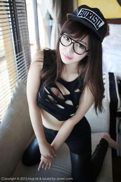 巨乳刘飞儿Faye-户外牛奶篇+室内性感皮裤美图