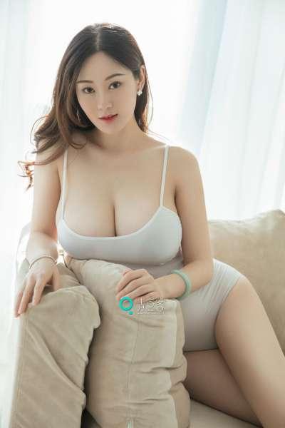易阳 - 巨乳女神写真图片