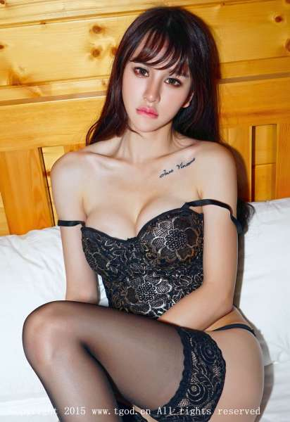 Cheryl青树 云曼旅拍性感套图