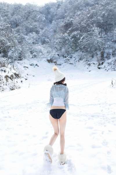 兜豆靓Youlina - 天雪地第二套长腿写真图片