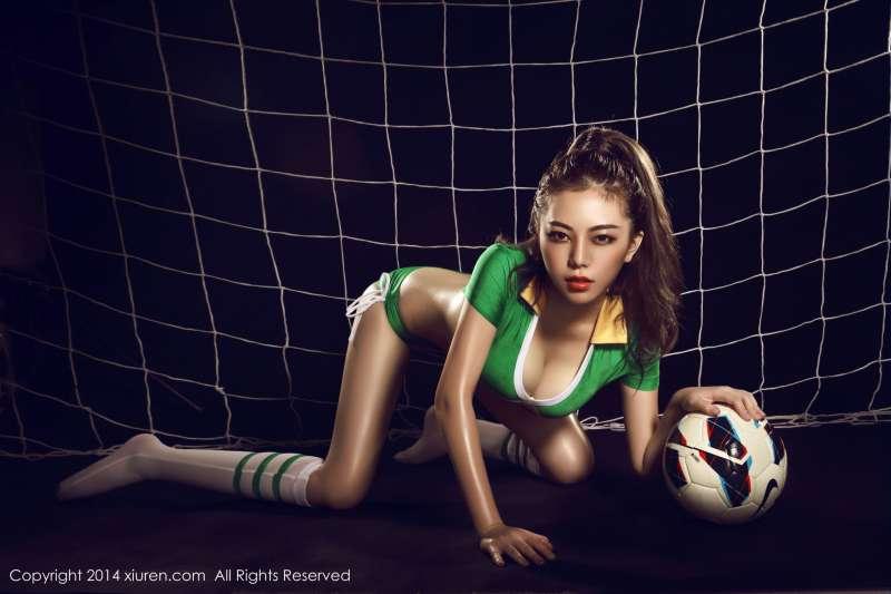 刘飞儿Faye-足球宝贝、小提琴、护士的诱惑套图