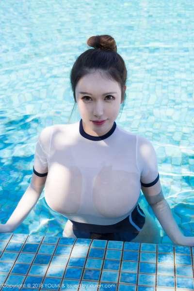 性感女神@Egg_尤妮丝 - 泳池裸漏翘臀写真