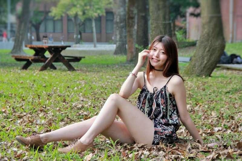 薛薛 - 台湾大学外拍 清纯写真图片