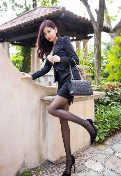 性感女秘书诱人黑丝袜和蕾丝内衣[21P]