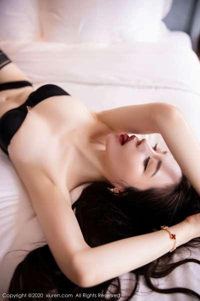 梦心月 魅惑抹胸服饰与极致蕾丝 [30P]